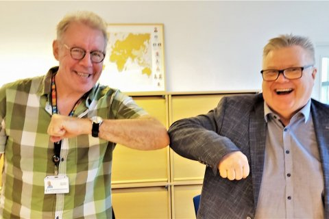 Thor Asgeirsson (Director, GRÓ-FTP), and Oddur Gunnarsson (CEO, Matís) celebrate with a
